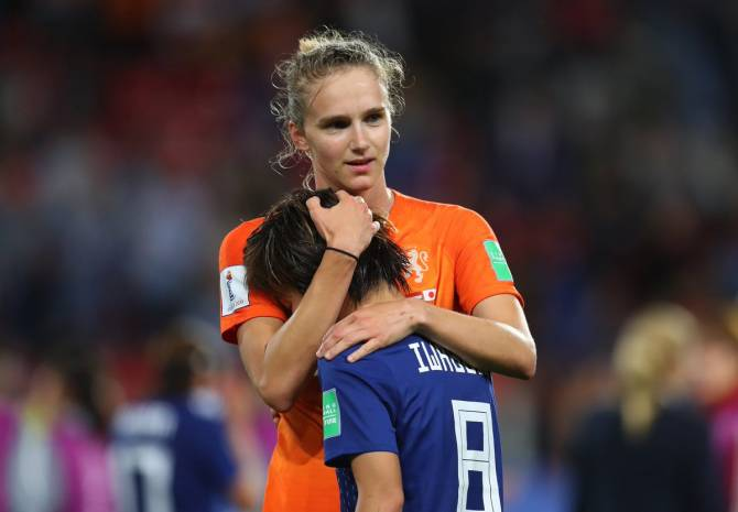 Europe's stranglehold tightened as Italy, Netherlands advance