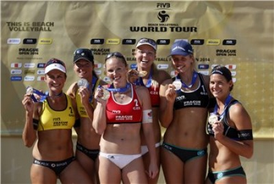 Women sport news -   Kolocova and Slukova claim their first World Tour gold in home town Prague