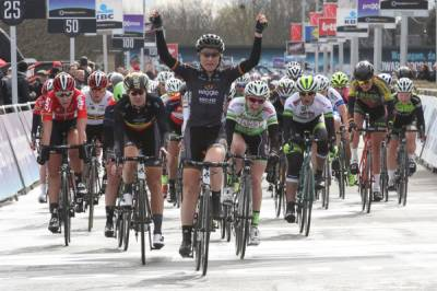 Women sport news - Amy Pieters Wins Third Straight Dwars Door Vlaanderen In Wiggle High5 One-Two