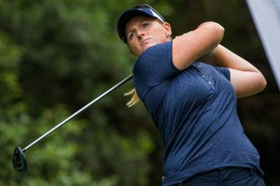 Women sport news - Australian Ladies Classic: Holly Holds Her Two Shot Lead