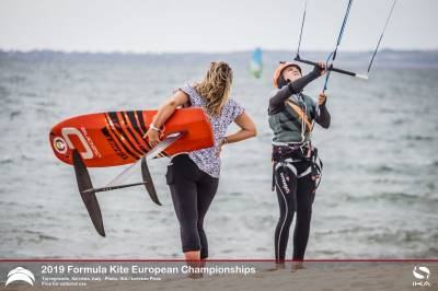 Women sport news - First skirmishes at Europeans upset the form book in thrilling racing in Italy