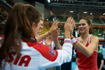 Women sport news - Russia takes Charge against Poland at the Fed Cup
