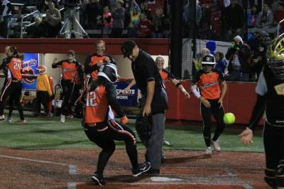 Women sport news - WALK OFF WALK GIVES BANDITS SERIES SWEEP OF REBELLION