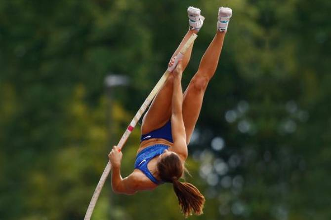 Women sport news - STEFANIDI TRIUMPHS IN ULTIMATE GARDEN CLASH - POLE VAULT SECOND EDITION