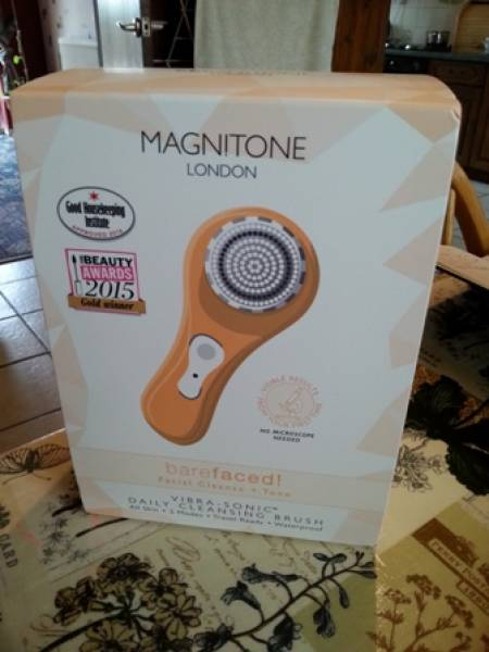 Magnitone  Barefaced facial cleanse and tone Brush